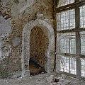Begane grond, zaal, doorgang in de westmuur woontoren en opening in westmuur van de zaal, voormalige doorgang naar gang - Nederhemert-Zuid - 20340475 - RCE.jpg