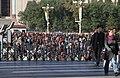 Beijing-Tiananmen-20-Menschen-gje.jpg