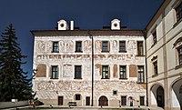 Benátky zámek nádvoří 1.jpg
