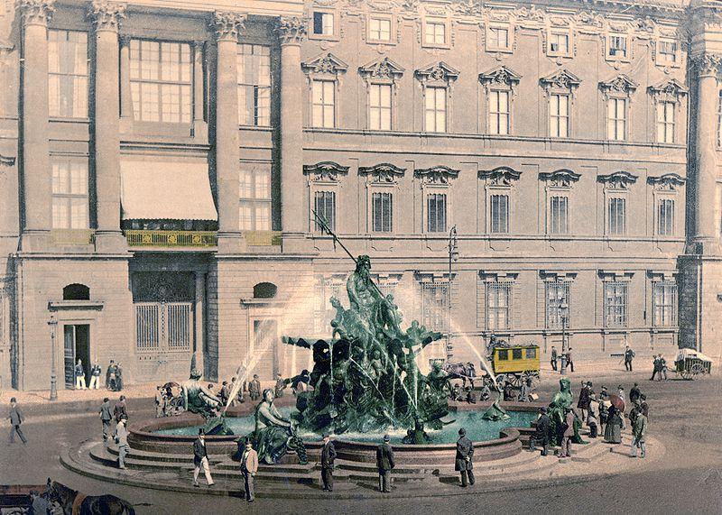 File:Berlin - Neptunbrunnen - um 1900.jpg
