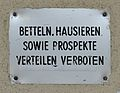 Betteln, Hausieren sowie Prospekte Verteilen verboten, Wiedner Gürtel 46.jpg