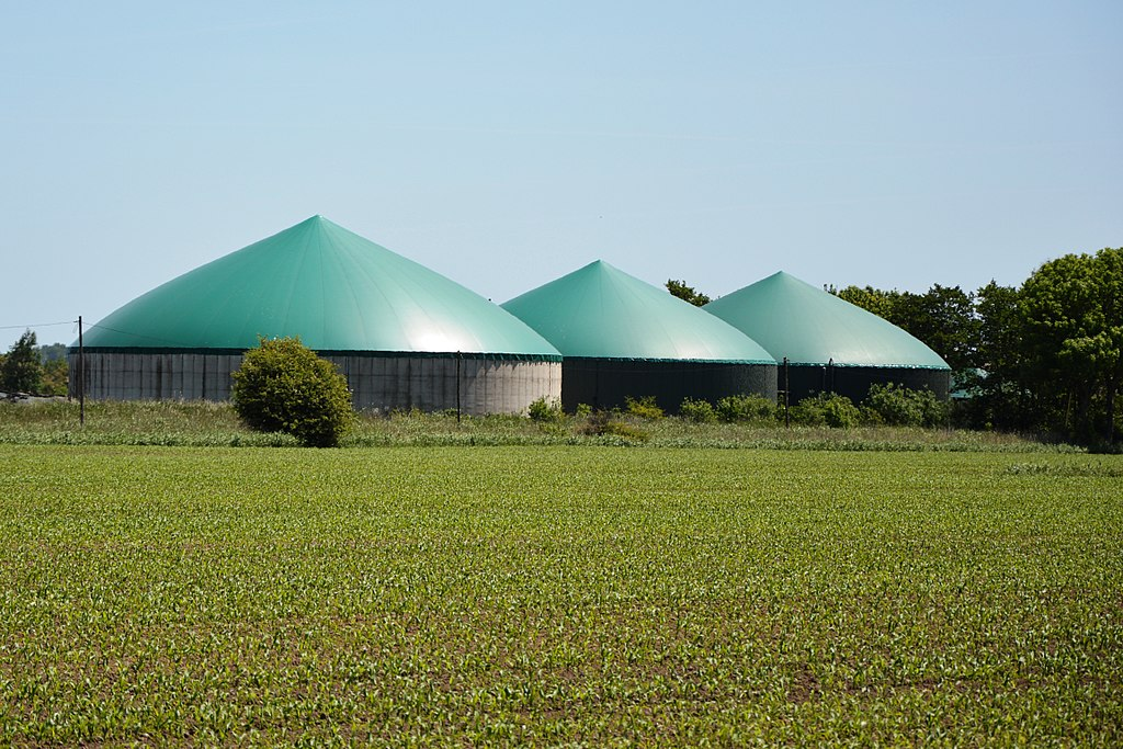 Biogas plant near Wremen (Germany), Wikimedia Commons