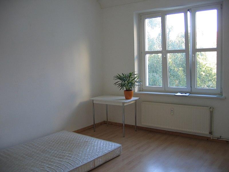 puste wnętrze mieszkania