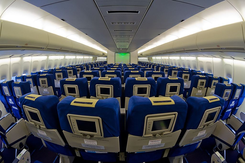 File boeing 747 4f6 transaero airlines for Interieur boeing 757