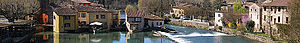 Borghetto sul Mincio banner River through town with weir.jpg