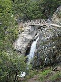 Bridge over Tiltill Falls, along the trail between Wapama Falls and Rancheria Falls - panoramio.jpg
