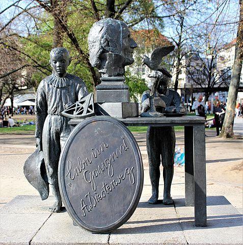 Памятник Адольфу Дистервегу в Берлине