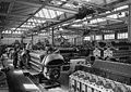 Bundesarchiv B 145 Bild-F003563-0002, Stuttgart-Untertürkheim, Daimler-Benz Motorenbau.jpg