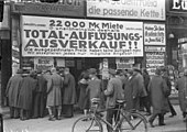 Ausverkauf eines Geschäftlokals in der Friedrichstraße