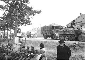 Operation Spring Awakening - Image: Bundesarchiv Bild 146 1989 105 13A, Ungarn, deutscher Rückzug