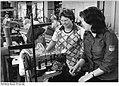 Bundesarchiv Bild 183-1982-0412-003, Lederwarenwerk Schwerin, Jugendbrigade.jpg