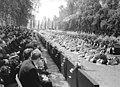 Bundesarchiv Bild 183-F0711-0025-001, Langenweddingen, Eisenbahnunglück, Beerdigung.jpg