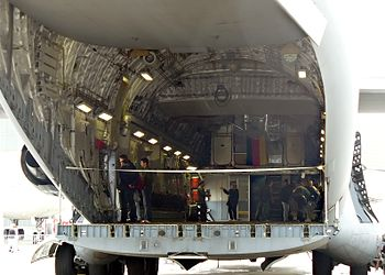 Wnętrze kabiny transportowej samolotu transpor...