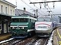 CC 6558 et TGV Paris-Milan à Saint-Jean-de-Maurienne (décembre 2017).JPG