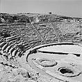 Caesarea. Gezicht op het publieksgedeelte (cavea) en de orchestra van het romein, Bestanddeelnr 255-2649.jpg