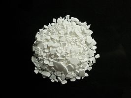 https://upload.wikimedia.org/wikipedia/commons/thumb/8/84/Calcium_chloride_CaCl2.jpg/266px-Calcium_chloride_CaCl2.jpg