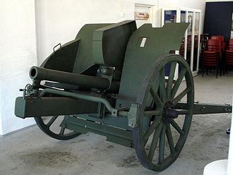 Cannone da 75/27 modello 11 - Cannone da 75/27 modello 11, displayed in Hämeenlinna Artillery Museum.