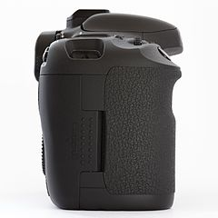 Canon EOS 7D DSLR body right.jpg
