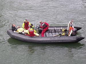 Canot de Sauvetage Léger CSL des pompiers de Paris.JPG