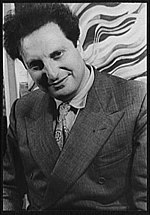 Carlo Levi nel 1947 (foto di Carl Van Vechten)