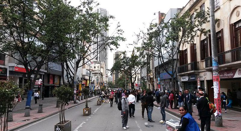 File:Carrera Séptima Mayo 2015.jpg