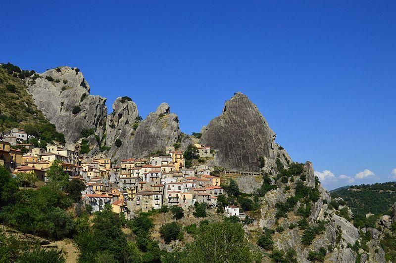File:Castelmezzano - Province of Potenza, Italy - 10 Aug. 2012.jpg