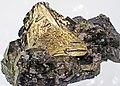 Chalcopyrite on tetrahedrite-sphalerite (Russia) 1.jpg