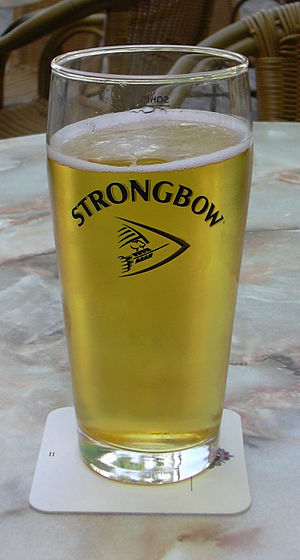 Strongbow (cider) - Draught of Strongbow in a Strongbow brand pint glass