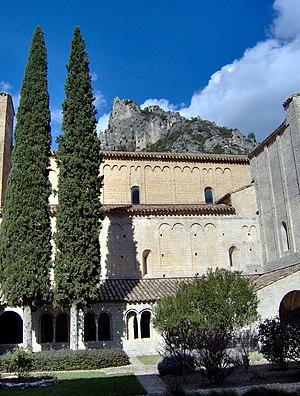 Saint-Guilhem-le-Désert - Image: Cloister, l'Abbaye de Gellone , Saint Guilhem le Désert, France
