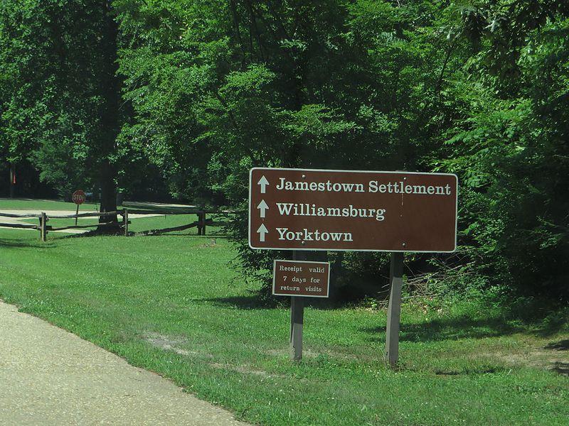 File:Colonial Parkway En Route to Yorktown, Virginia (14424539332).jpg