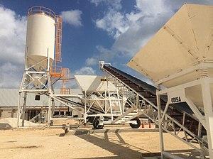 pompa per calcestruzzo betoniere e mescolatori x malte e calcestruzzi 300px-Concrete_plant_odisa_12