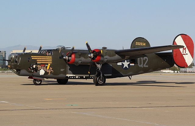 File:Consolidated B-24J, The Collings Foundation AN2339546 ...