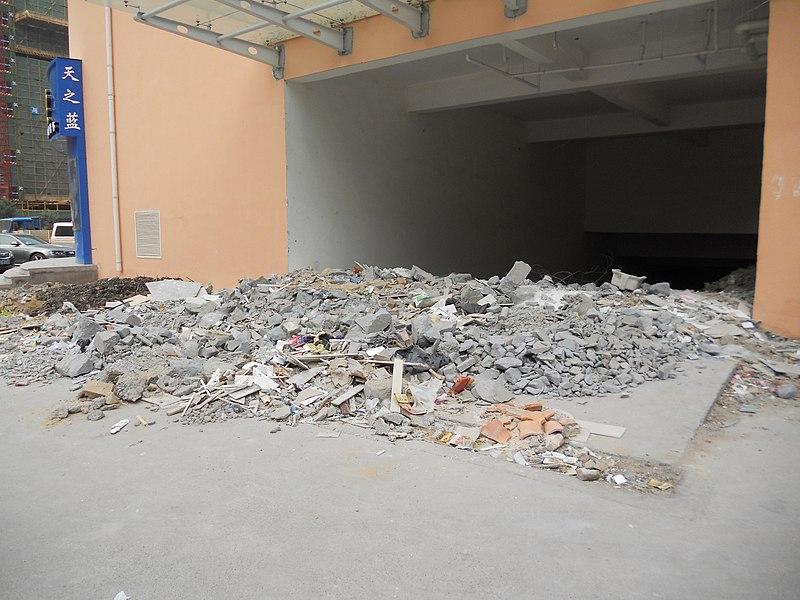 File:Construction debris in driveway, Zhengzhou, Henan - panoramio.jpg