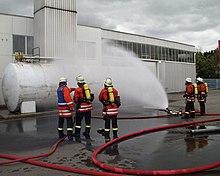 khlen eines kraftstofftanks bei einer einsatzgrobung der freiwilligen feuerwehren im landkreis tbingen - Feuerwehrubungen Beispiele