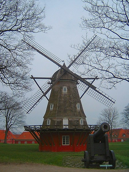 Fil:Copenhagen windmill on fortress.jpg