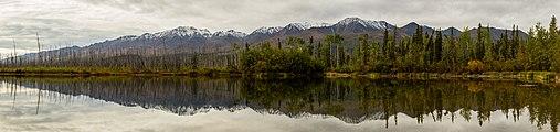 Cordillera de Alaska desde Tok, Alaska, Estados Unidos, 2017-08-29, DD 09-15 PAN.jpg