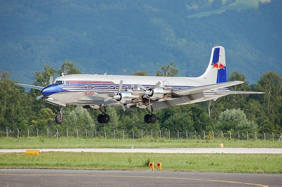 Douglas DC-6 - Howling Pixel