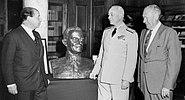 De Weldon bust Naval War College