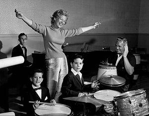 Richard Keith (actor) - From left: Thibodeaux, Dinah Shore, Desi Arnaz, Jr. and Desi Arnaz, Sr., 1960.