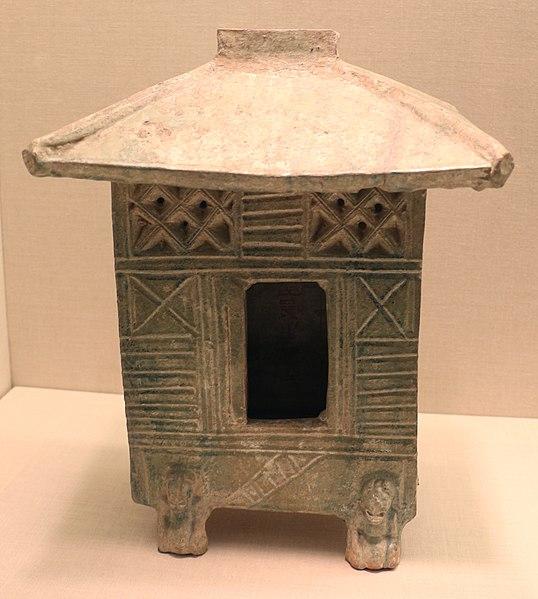 File:Dinastia han orientale, modellino di granaio (cang), I-II secolo dc., prob. da henan.jpg