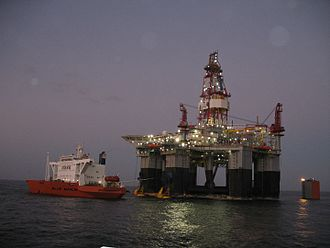 MV Blue Marlin - Blue Marlin preparing to offload Ocean Monarch