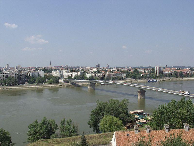 http://upload.wikimedia.org/wikipedia/commons/thumb/8/84/Donau_bei_Novi_Sad.jpg/799px-Donau_bei_Novi_Sad.jpg