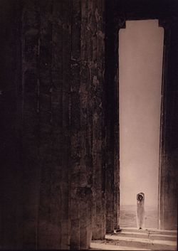 Edward Jean Steichen - Isadora Duncan in the Parthenon, Athens - Google Art Project.jpg