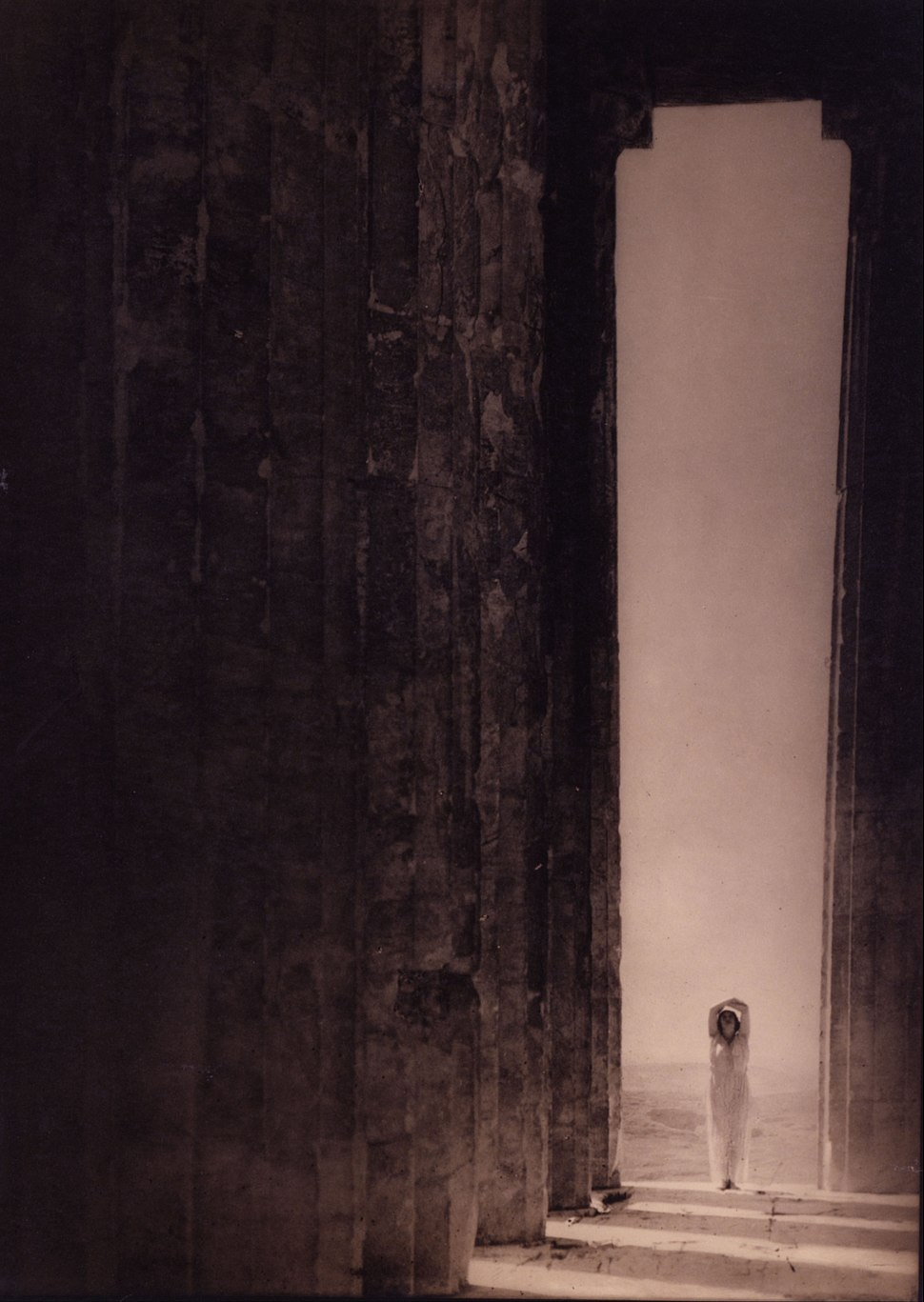 Edward Jean Steichen - Isadora Duncan in the Parthenon, Athens - Google Art Project