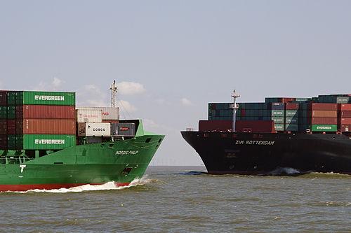 Elbe estuary, Nordic Philip meets Zim Rotterdam 22.08.2011 13-31-21a