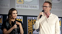 Elizabeth Olsen & Paul Bettany (48469187077).jpg