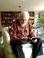 Emiliano González leyendo Penumbria Año 1.jpg