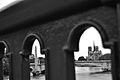 Entre les barreaux du pont de Sully....JPG