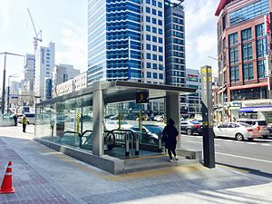 Eonju Station - Image: Eonju Station 20150328 142245934
