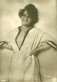 Eva May 1920 by Alex Binder.jpg